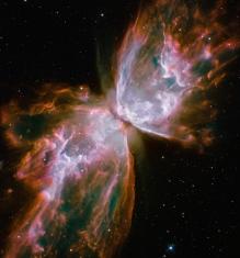 Una mariposa gigantesca y violenta Esta nebulosa es una de las más densas y violentas de las muchas nebulosas planetarias conocidas en la Vía Láctea. Situada a una distancia de unos 4.000 años-luz, en la constelación de Escorpio, NGC6302 tiene una característica estructura bipolar con el eje de simetría cercano al plano del cielo. Las alas de esta gigantesca 'mariposa', que tienen un tamaño próximo al año-luz, están constituidas por violentas eyecciones de un gas que viaja a velocidades de hasta 100.000 kilómetros por hora.